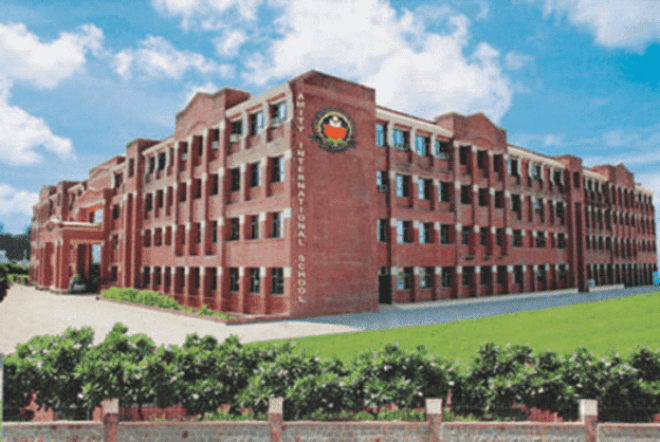 7 Steps to Shortlist A Amity School in Gurgaon | SchoolWiser Blog Featured Image