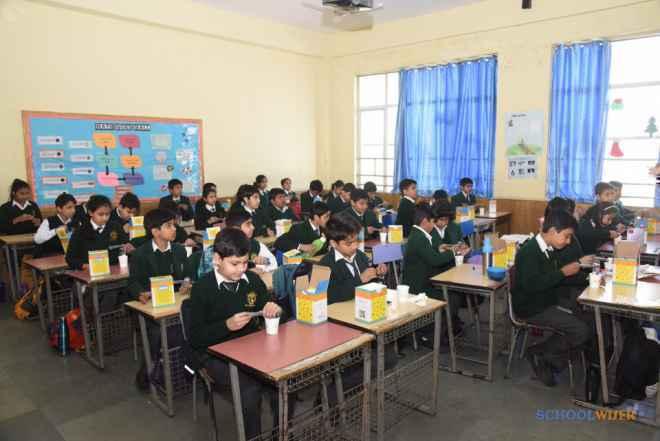 dps sushant lok gurgaon school classroom image 8dS3cbE0akAlZXl