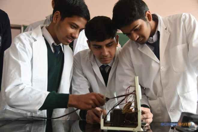 dps sushant lok gurgaon school laboratories image FneT072DT6e1S2A