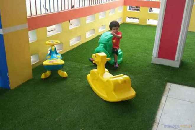 shemrock happy faces playschool sector 47 gurgaon play area