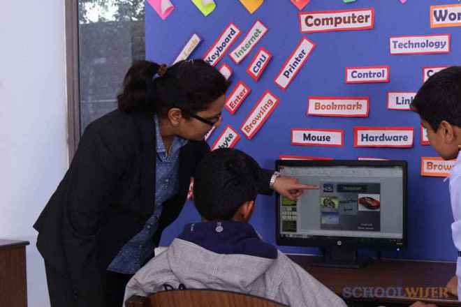 the paras world school india gurgaon computer room 2