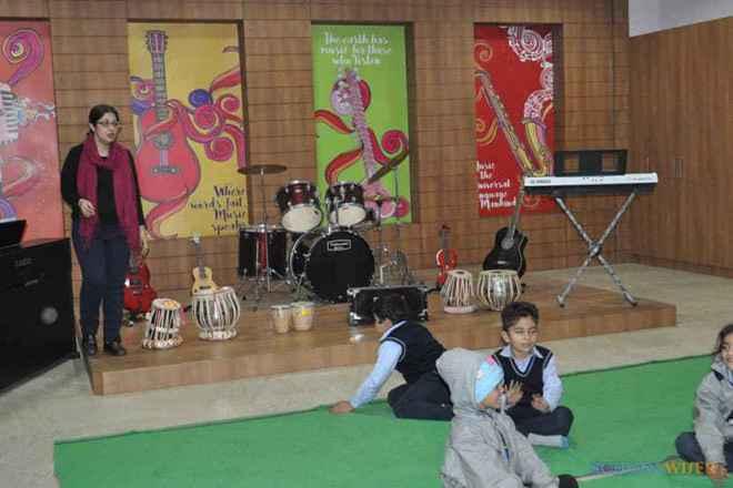 the paras world school india gurgaon dance room 3