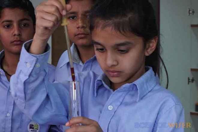 the paras world school india gurgaon lab 2