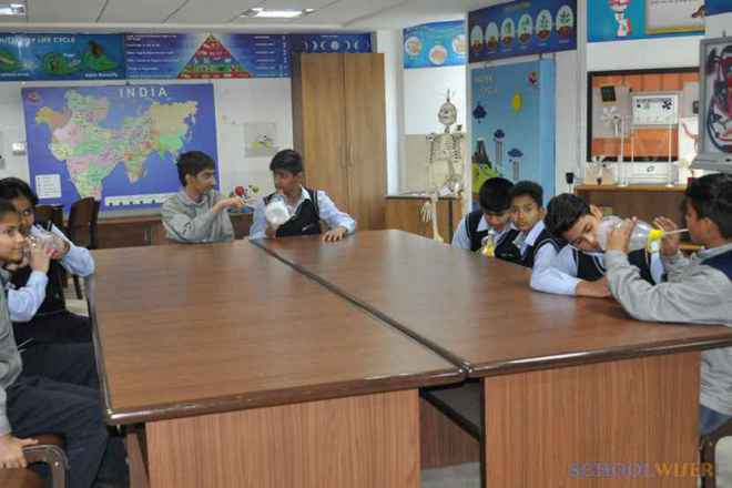 the paras world school india gurgaon lab